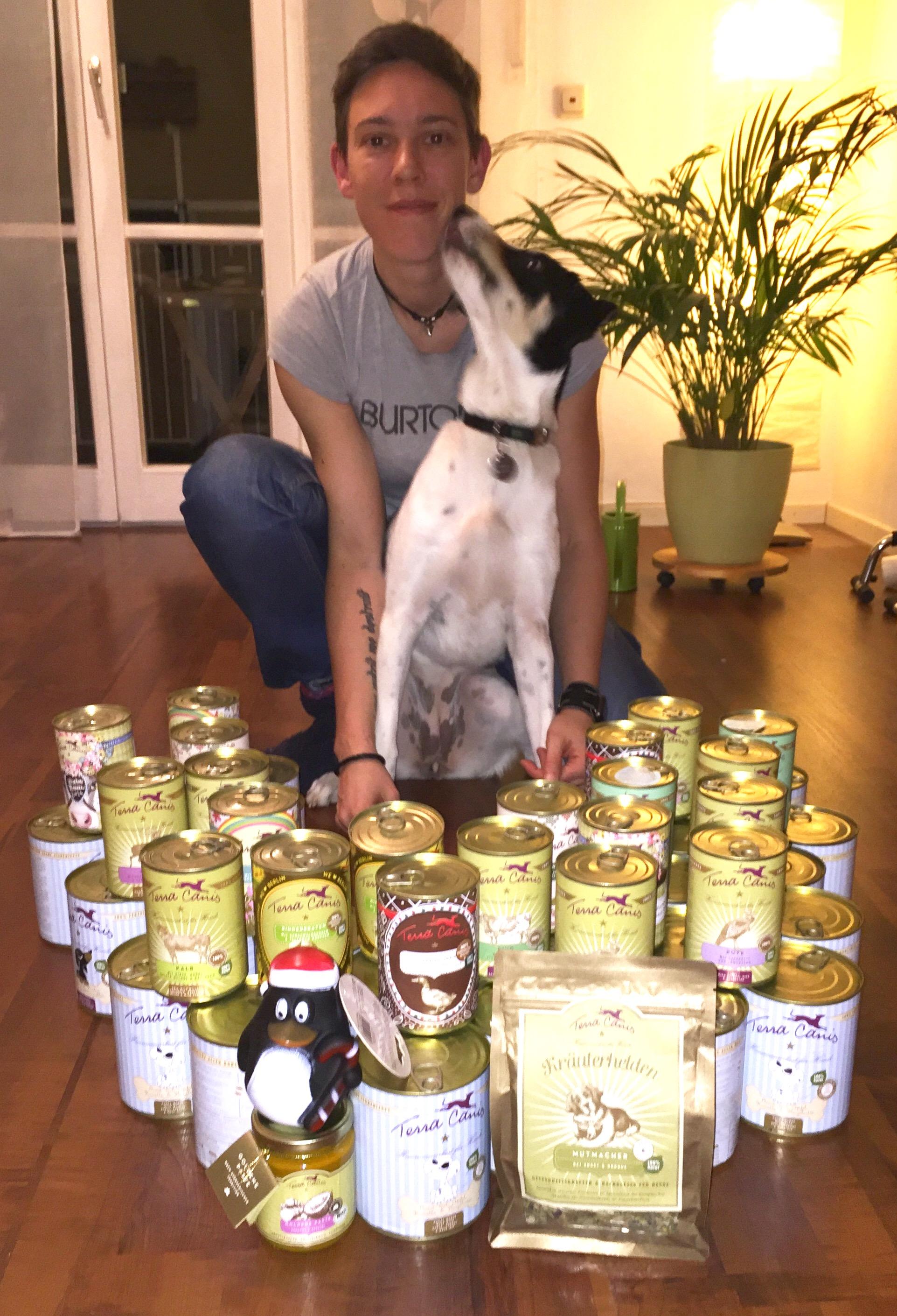 Sandra-und-Zoe-mit-Terra-Canis runnersdog Hundeblog Ernährung Projekt Was fütterst Du Mitmachen Leser Blogger Mischling Teilnahme Nassfutter
