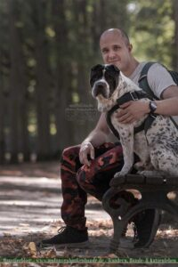 Hund mit Herrchen im Portrait